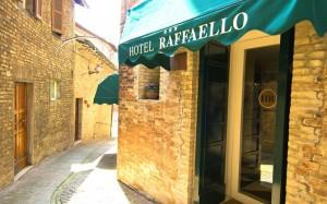 hotel raffaello urbino italy